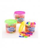 Emmertje met 300 neon kleurige waterballonnen