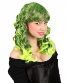 Groene damespruik met golvend haar