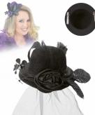 Kleine zwarte hoed met clip en sluier