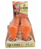 Klem met oranje haarkrijt