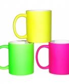 Kleurige neon koffiebekers