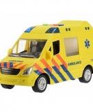 Kunststof ziekenwagen met licht en geluid 22 cm