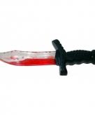 Plastic mes met bloed 25 cm