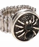Zilveren metalen ring met zwarte spin